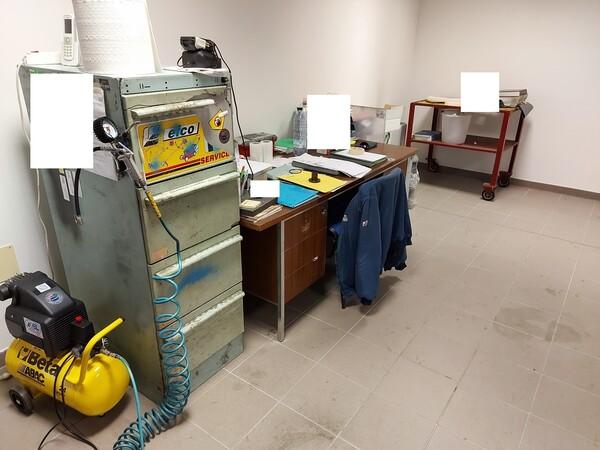 25#5813 Arredi e attrezzature da ufficio in vendita - foto 98