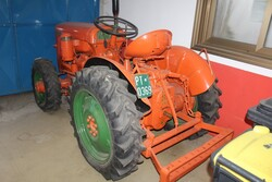 Same farm tractor - Lot 37 (Auction 5817)
