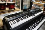 Immagine 5 - Pianoforti digitali e accessori - Lotto 10 (Asta 5826)