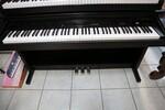 Immagine 7 - Pianoforti digitali e accessori - Lotto 10 (Asta 5826)