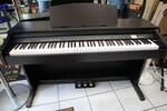 Immagine 14 - Pianoforti digitali e accessori - Lotto 10 (Asta 5826)
