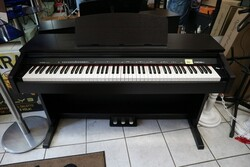 Digital pianos and accessories - Lot 10 (Auction 5826)