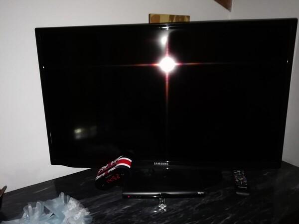 """23#5826 Televisore Samsung 31"""" e cassapanca in vendita - foto 2"""