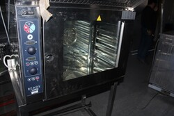 Ready oven and stainless steel table - Lot 7 (Auction 5832)