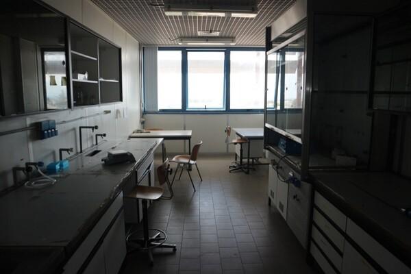 203#5836 Strumenti e arredi per laboratorio in vendita - foto 3