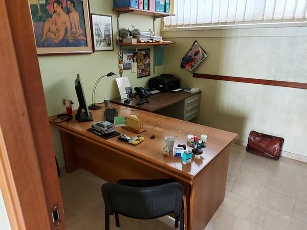 6#5851 Arredi e attrezzature da ufficio in vendita - foto 2