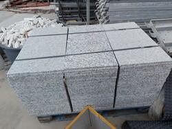 Lastre granito e architravi in pietra - Lotto 15 (Asta 5859)