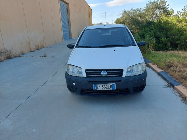 32#5859 Automobile Fiat Punto e Autocarro Ford Transit in vendita - foto 1