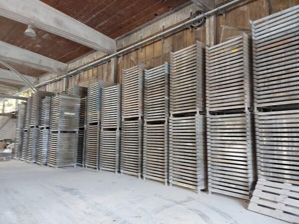 12#5875 Vassoi in metallo per linee di produzione mattonelle in vendita - foto 1