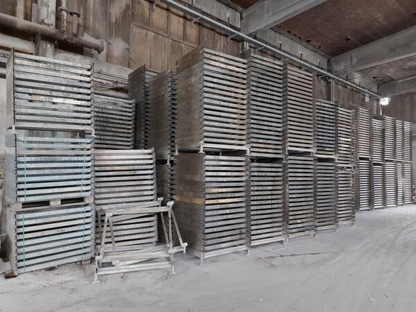 12#5875 Vassoi in metallo per linee di produzione mattonelle in vendita - foto 2