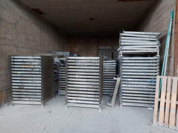 12#5875 Vassoi in metallo per linee di produzione mattonelle in vendita - foto 4