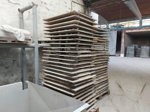 12#5875 Vassoi in metallo per linee di produzione mattonelle in vendita - foto 5