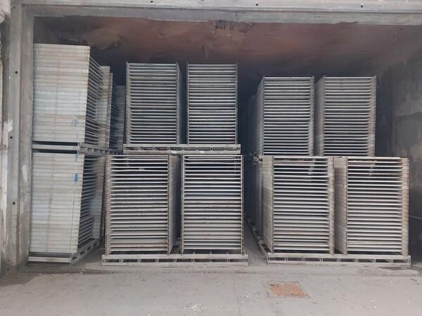 12#5875 Vassoi in metallo per linee di produzione mattonelle in vendita - foto 8