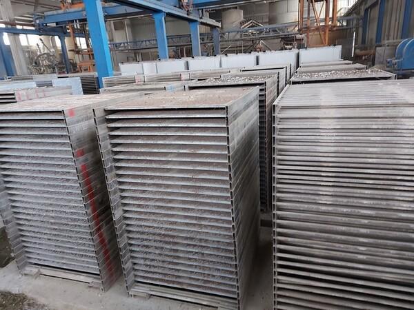 12#5875 Vassoi in metallo per linee di produzione mattonelle in vendita - foto 11
