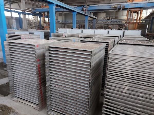 12#5875 Vassoi in metallo per linee di produzione mattonelle in vendita - foto 12