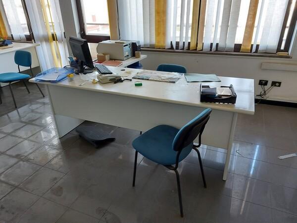 1#5876 Arredo ufficio in vendita - foto 5