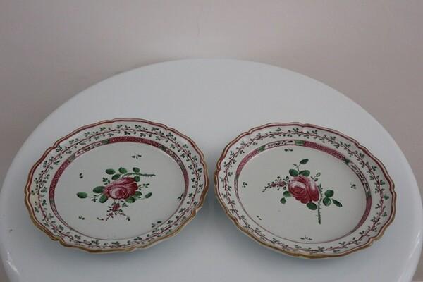 142#5936 Piatti con decoro alla rosa spinata in vendita - foto 1