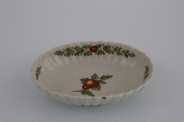 214#5936 Vassoietto costolato con dipinto frutto policromo in vendita - foto 1