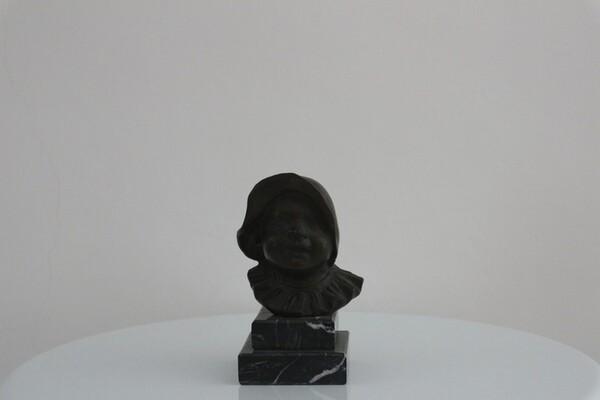 238#5936 Statuina Busto Di Bambina Con Cuffia in vendita - foto 1