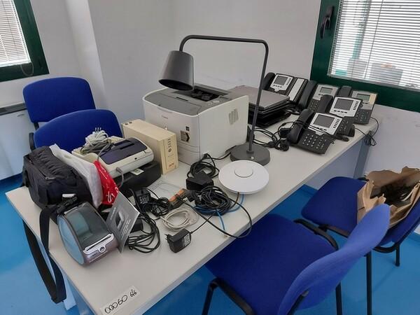 9#6008 Arredi e attrezzature per ufficio in vendita - foto 2