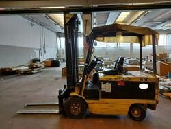 Daewoo B305 2 forklift - Lot 25 (Auction 6026)