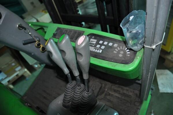 10#6028 Carrello elevatore Cesab con caricabatteria in vendita - foto 9