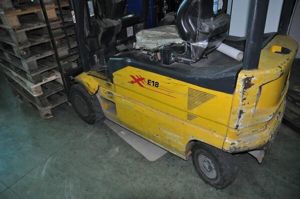 9#6028 Carrello elevatore OM con caricabatteria ATIB in vendita - foto 1