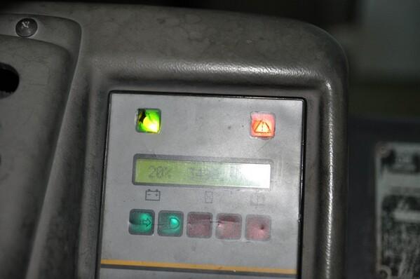 9#6028 Carrello elevatore OM con caricabatteria ATIB in vendita - foto 6