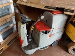 Comac scrubbing machine - Lot 2 (Auction 6042)