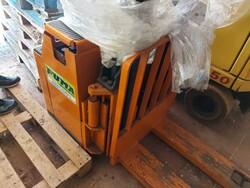 Stoccatore elettrico Still e transpallet manuale - Lotto 3 (Asta 6042)