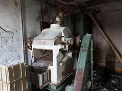 Discarded machinery - Lot 3 (Auction 6046)