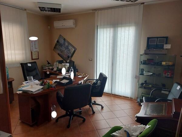 1#6058 Arredamento ufficio in vendita - foto 1