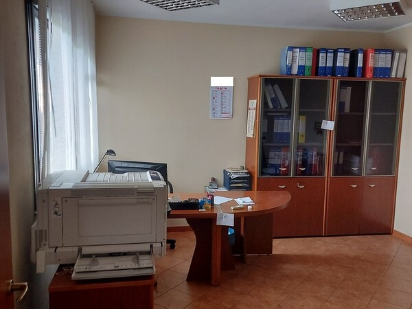 2#6058 Arredamento ufficio in vendita - foto 1