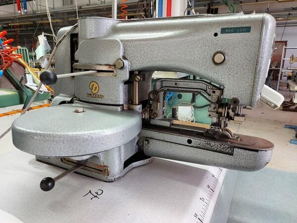116#6059 Travettatrice Durkopp  e macchine lineari Pfaff in vendita - foto 1