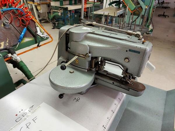116#6059 Travettatrice Durkopp  e macchine lineari Pfaff in vendita - foto 3