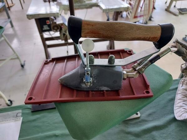133#6059 Macchina imbastitrice Pfaff e piano da stiro Macpi in vendita - foto 6