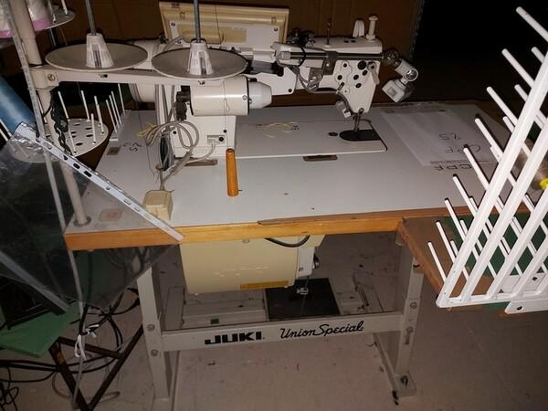 133#6059 Macchina imbastitrice Pfaff e piano da stiro Macpi in vendita - foto 31