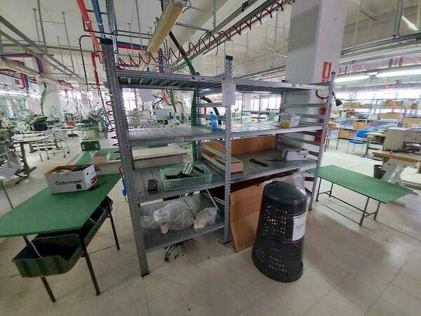 157#6059 Arredamento per laboratorio tessile e  utensili per la lavorazione tessile in vendita - foto 1