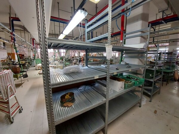 157#6059 Arredamento per laboratorio tessile e  utensili per la lavorazione tessile in vendita - foto 8