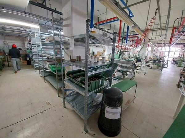 157#6059 Arredamento per laboratorio tessile e  utensili per la lavorazione tessile in vendita - foto 9