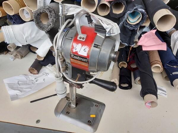 157#6059 Arredamento per laboratorio tessile e  utensili per la lavorazione tessile in vendita - foto 18