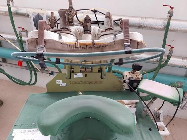 163#6059 Presse da stiro e macchina attaccabottoni Union Special Lewis in vendita - foto 7