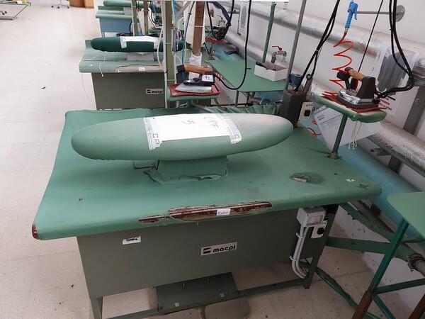 163#6059 Presse da stiro e macchina attaccabottoni Union Special Lewis in vendita - foto 31