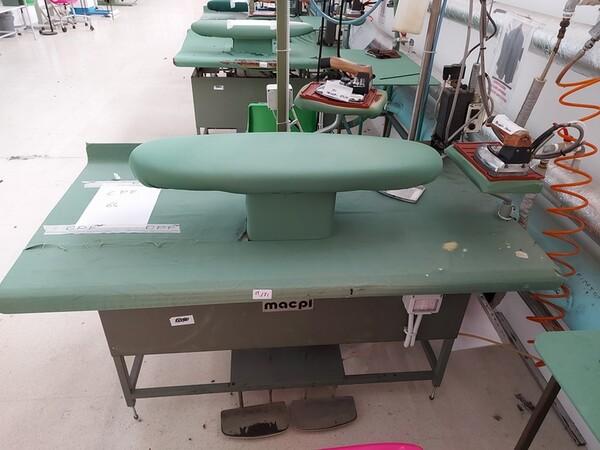 163#6059 Presse da stiro e macchina attaccabottoni Union Special Lewis in vendita - foto 33