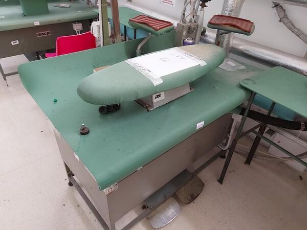163#6059 Presse da stiro e macchina attaccabottoni Union Special Lewis in vendita - foto 35
