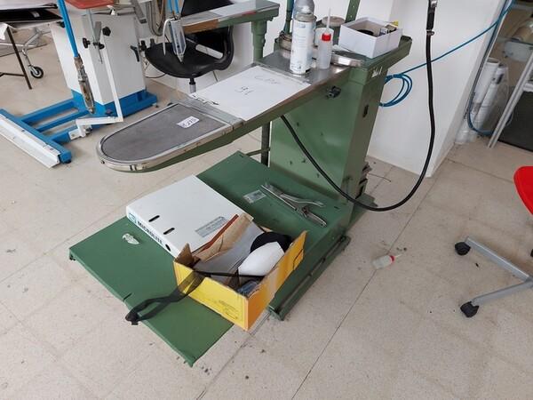 163#6059 Presse da stiro e macchina attaccabottoni Union Special Lewis in vendita - foto 46