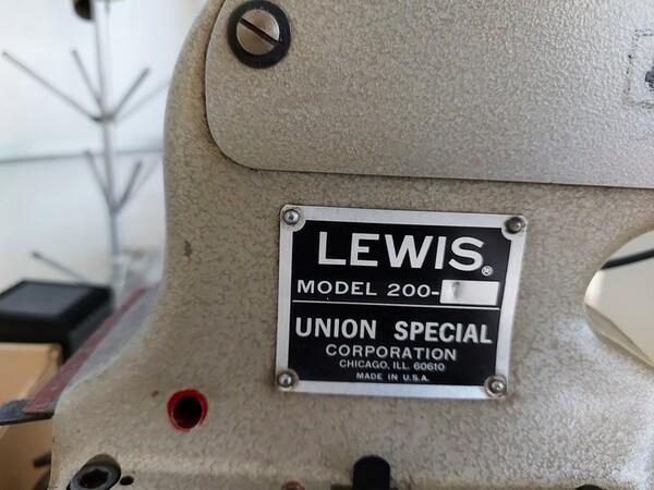 163#6059 Presse da stiro e macchina attaccabottoni Union Special Lewis in vendita - foto 55
