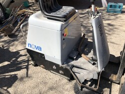 Nova floor sweeper and cleaning equipment - Lot 5 (Auction 6095)