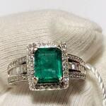 Immagine 2 - Anello Cocktail Smeraldo e Diamanti - Lotto 10 (Asta 6097)