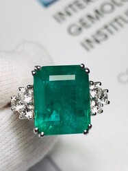 Cocktail Ring in Emerald and Diamonds - Lot 6 (Auction 6097)